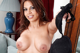 Latina Anilos Bella pleasures her pierced pussy